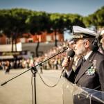 L'ammiraglio Luigi  Binelli Mantelli parla ai reparti schierati