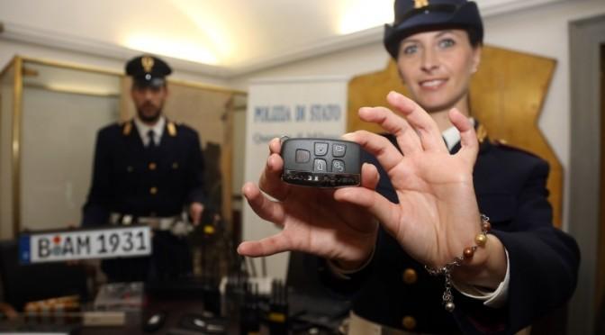 poliziotta.braccialetto