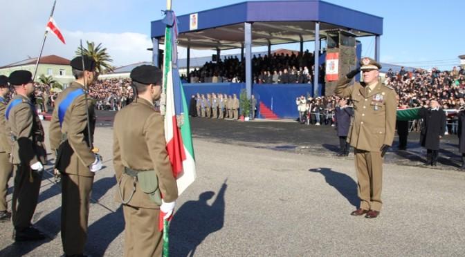 Il Generale Toscani De Col rende omaggio alla Bandiera di Guerra del 235° Piceno