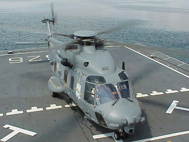 Elicottero 90 : Precipita da un elicottero della marina muore
