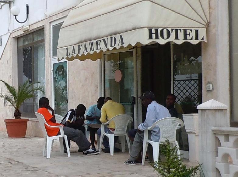 1442305166-clandestini-hotel