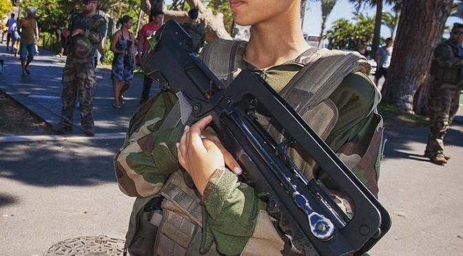 donna-francese-militare