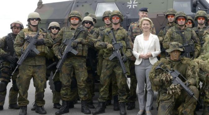 german-defence-minister-von-der-leyen-andsoldiers-of-german-special-naval-forces-pose-for-a-group-photo-during-her-visit-of-german-army-bundeswehr-in-eckernfoerde