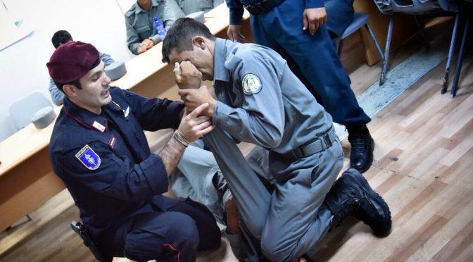 alcune-fasi-delladdestramento-della-polizia-afgana-nelle-tecniche-di-difesa-e-arresto-1