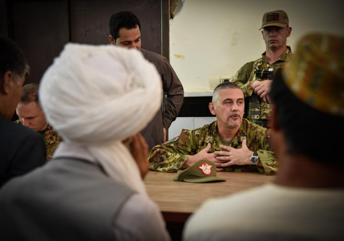 il-comandante-del-taac-w-parla-agli-eleder-del-distretto-di-gozara