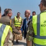 1-visita-sottosegretario-difesa-arrivo-in-aeroporto-pristina-1