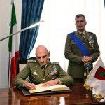 gen-portolano-firma-albo-donore-brigata-pinerolo