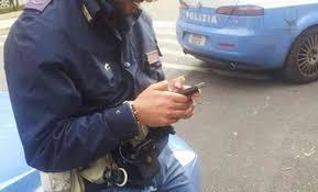 poliziotti-cellulare