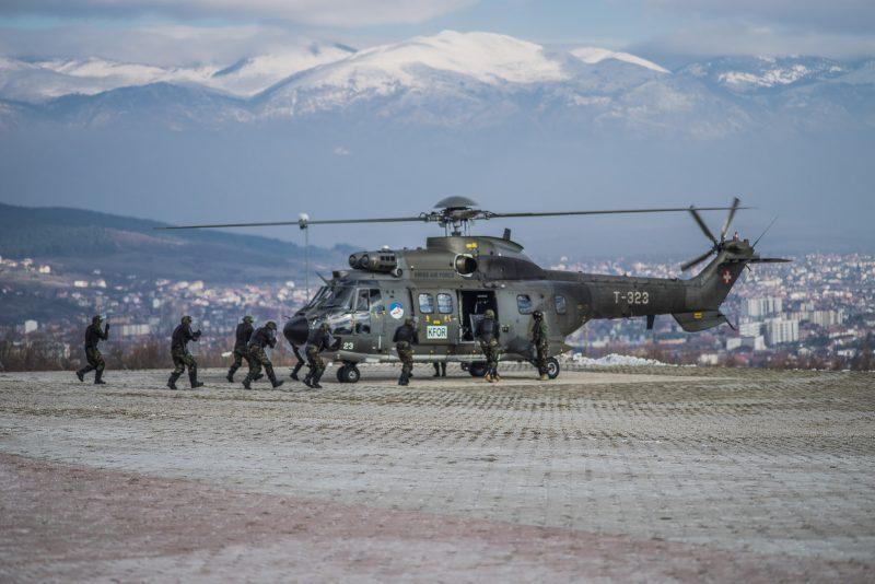 Elicottero Puma : Imbarco in assetto antisommossa su elicottero super puma