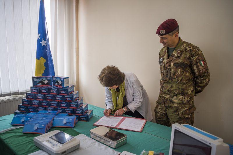 5-kosovo-firma-atto-donazione