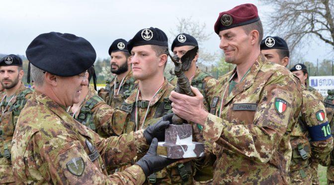 17-il-generale-lamanna-consegna-il-trofeo-al-reparto-comando-e-supporti-tattici-vincitore
