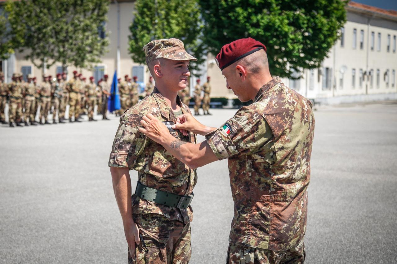 """... alla tradizione dei paracadutisi militari italiani e che rappresenta  assai bene il significato che un Basco Amaranto dà alla parola """"Folgore"""". 60388e7853af"""