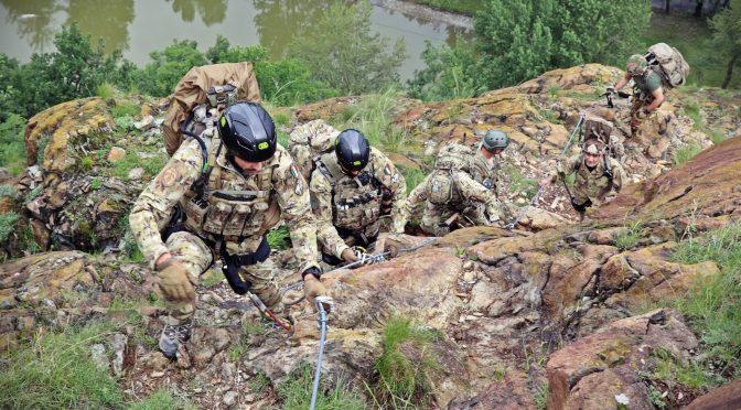9_-gli-alpini-del-3-reggimento-in-salita-alla-sacra-di-s-michele