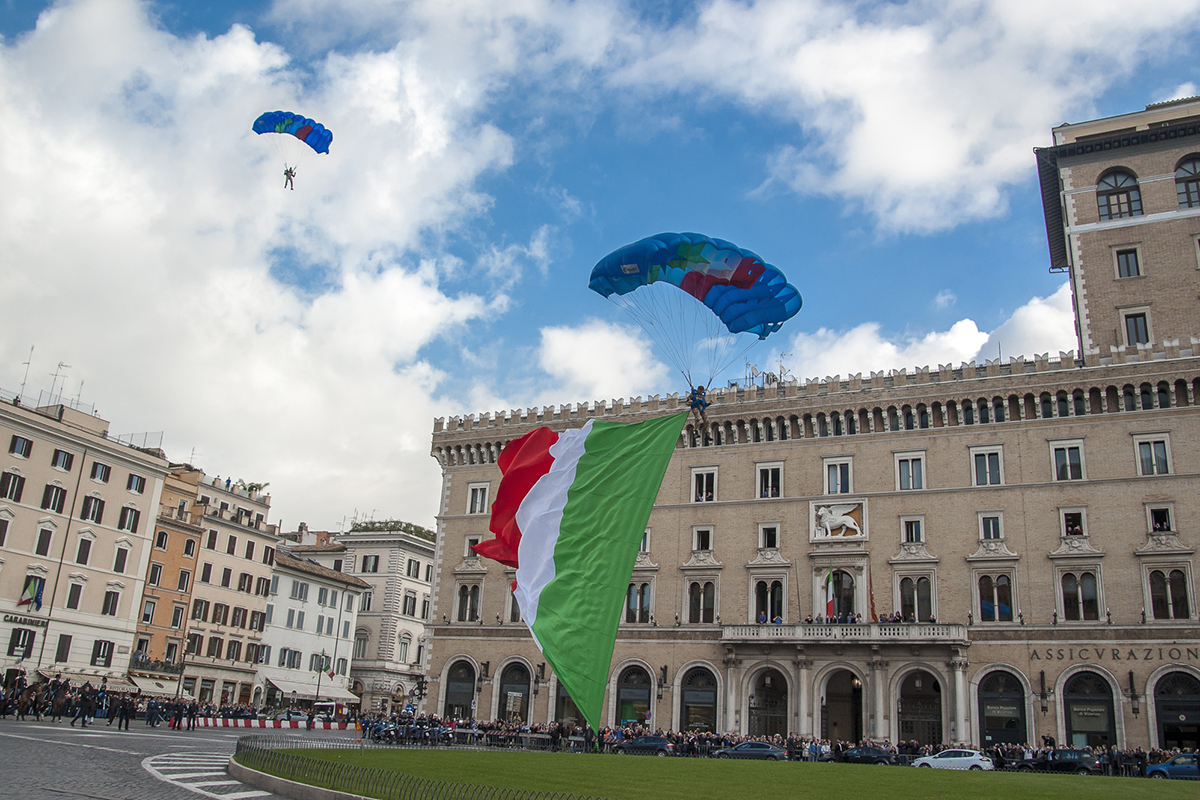 899ba611-a78d-4191-9f97-5d52cace632e2-latterraggio-in-piazza-venezia